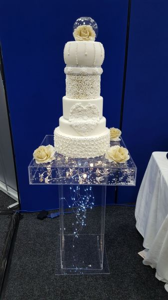 Clear acrylic cake table : Swipe To View More Images